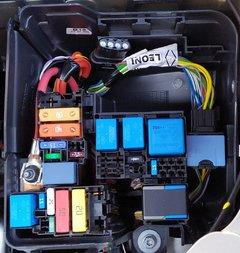 26_Motorraum_Sicherungskasten.jpg